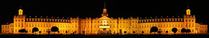 Schloss Pano Nacht.JPG